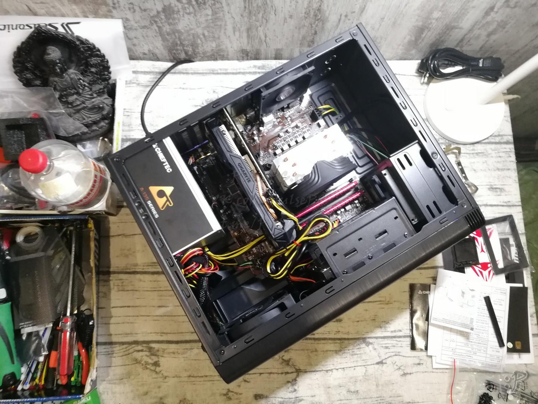 Фото включённого компьютера