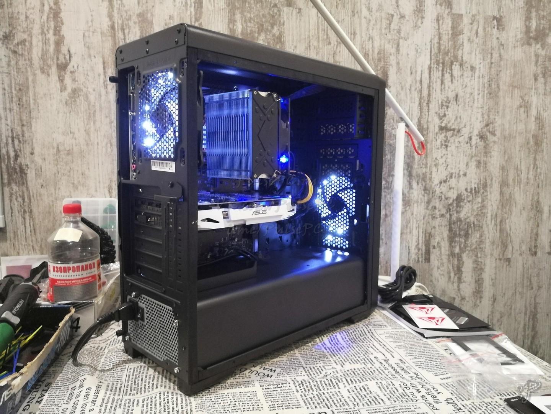 Фото компьютера сзади